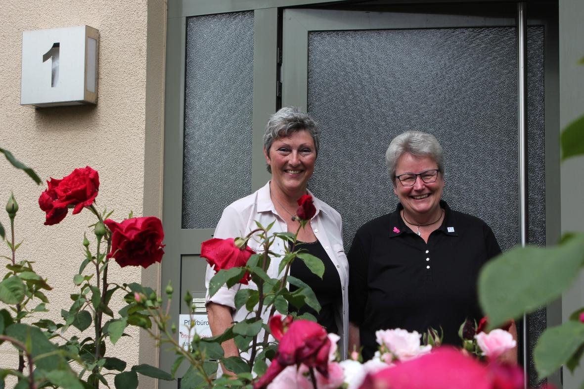 Pfarramtssekretärinnen Monika Mainka und Karin Nüsslein