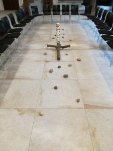 Kreuz und Steine